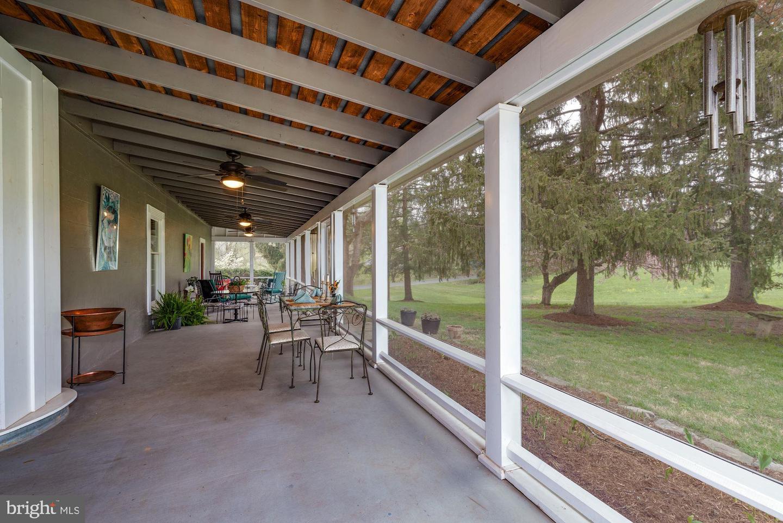 screened porch, veranda