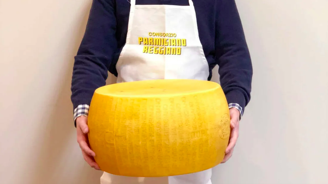 Wondrous This 72 Pound Wheel Of Parmesan Cheese Is A Thing Of Dreams Unemploymentrelief Wooden Chair Designs For Living Room Unemploymentrelieforg