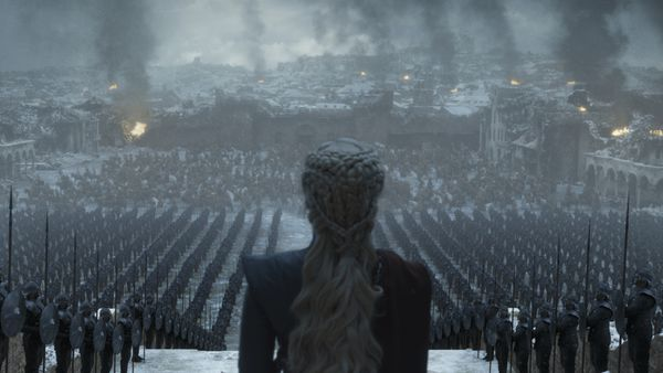 Daenerys standing in front of soldiers
