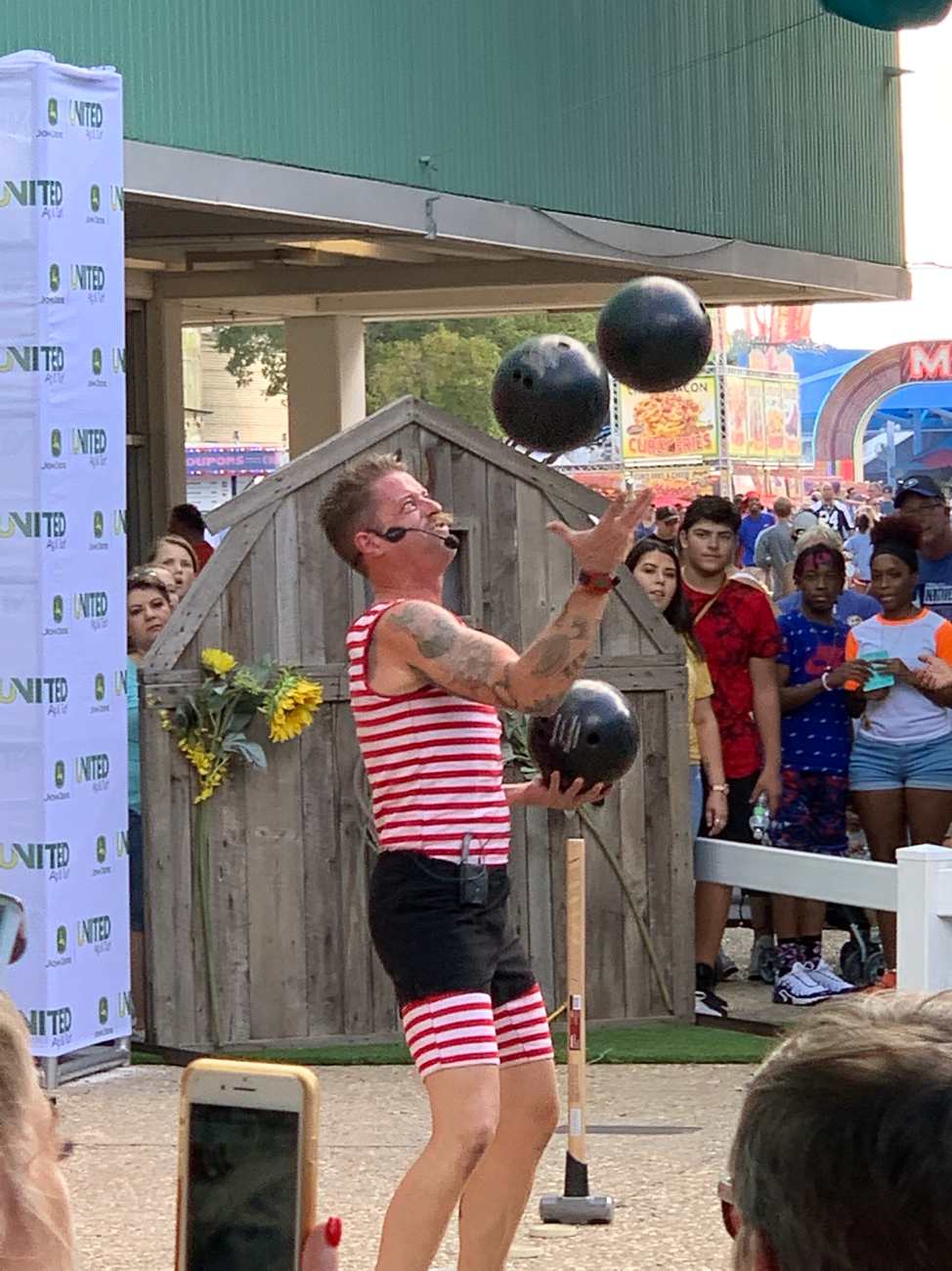 mighty mike texas state fair juggling bowling balls