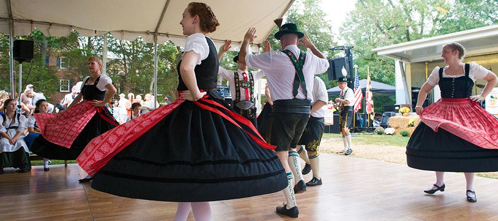 Oktoberfest, dancers