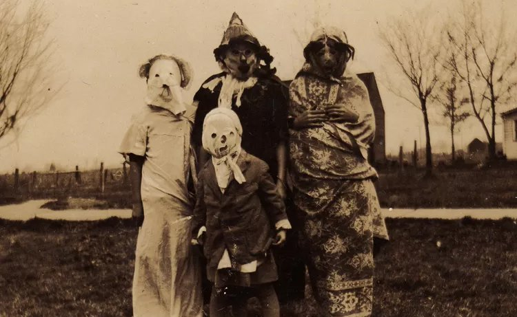 Vintage Halloween Costume Pictures.Vintage Halloween Costumes That Will Haunt You Forever