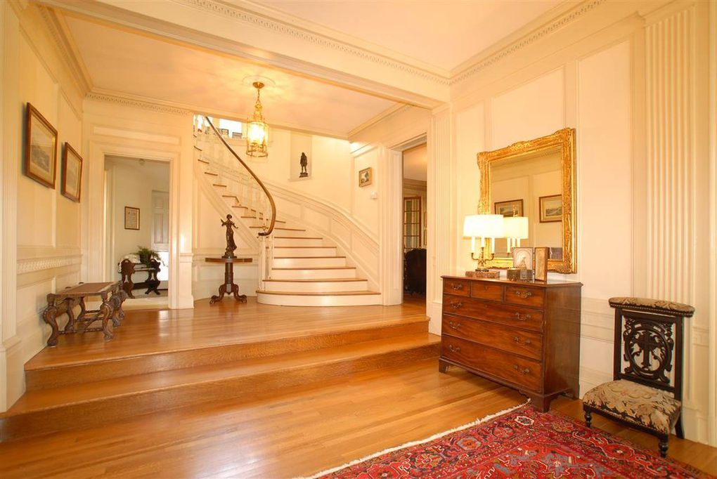staircase, foyer,entryway