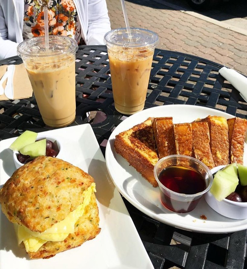 patio brunch at junction bakery & bistro