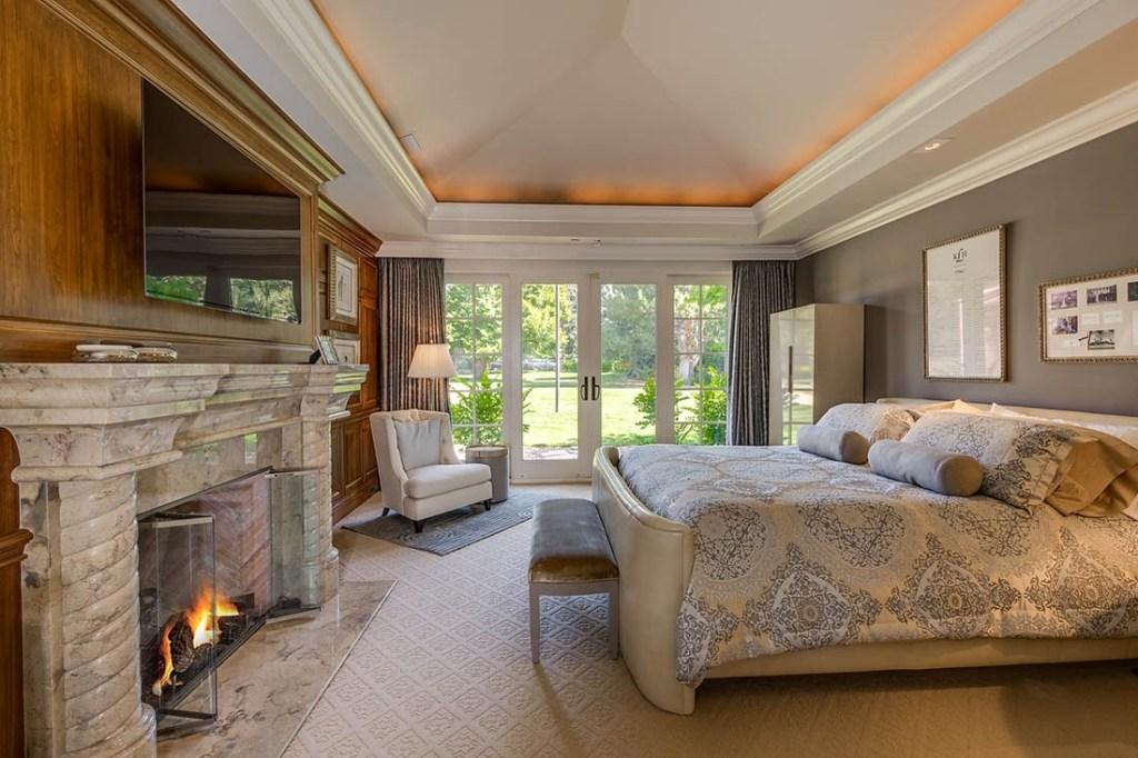 21 Sunset bedroom
