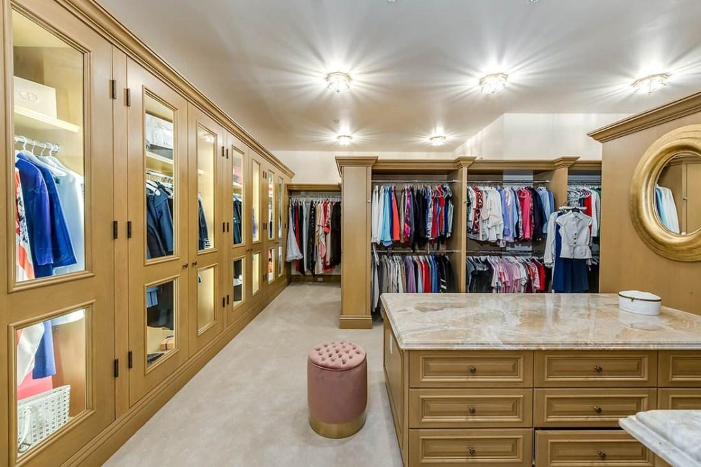 21 Sunset closet