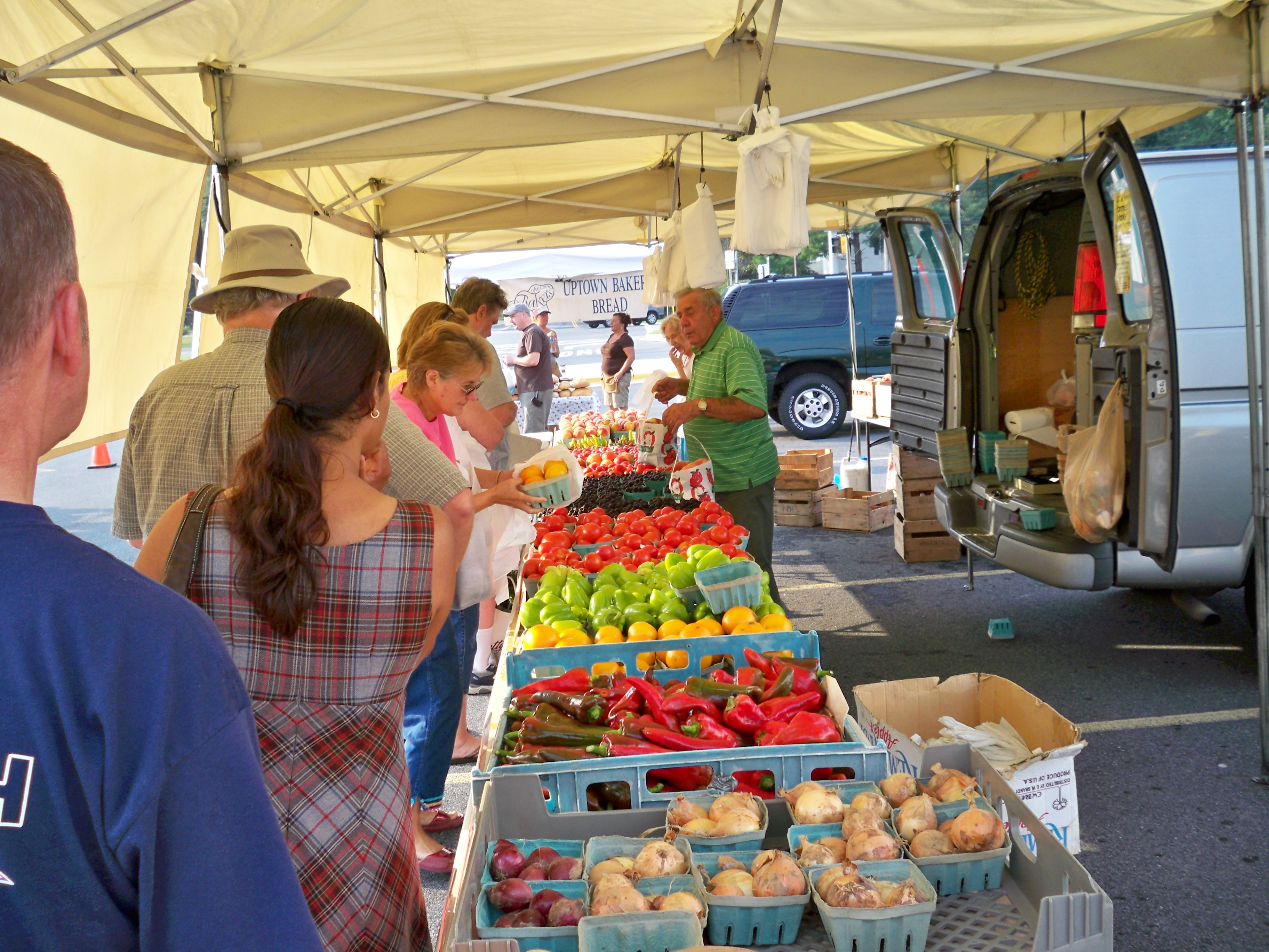 people browsing produce at bowie farmers market
