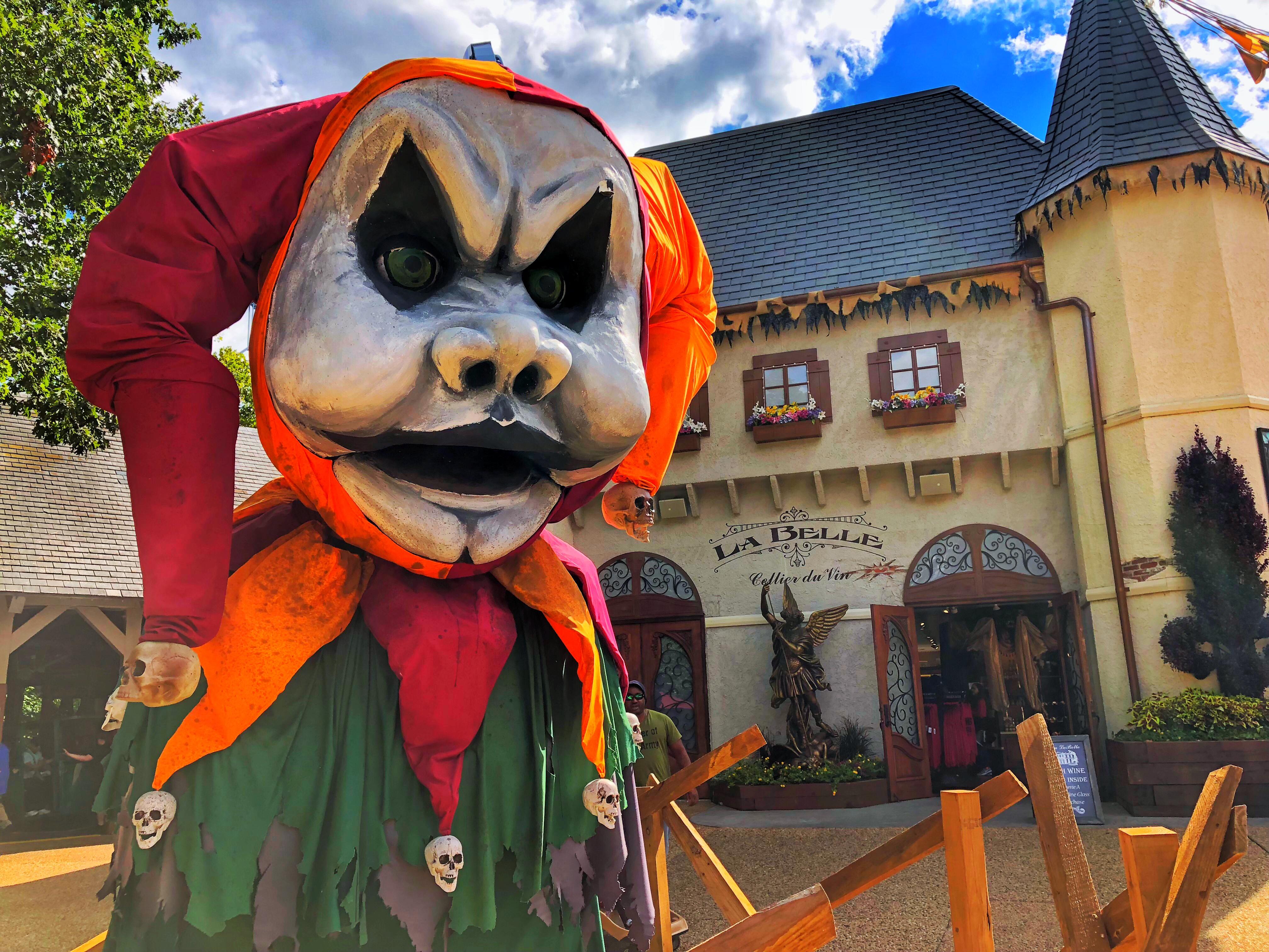 Busch Gardens Jester Statue