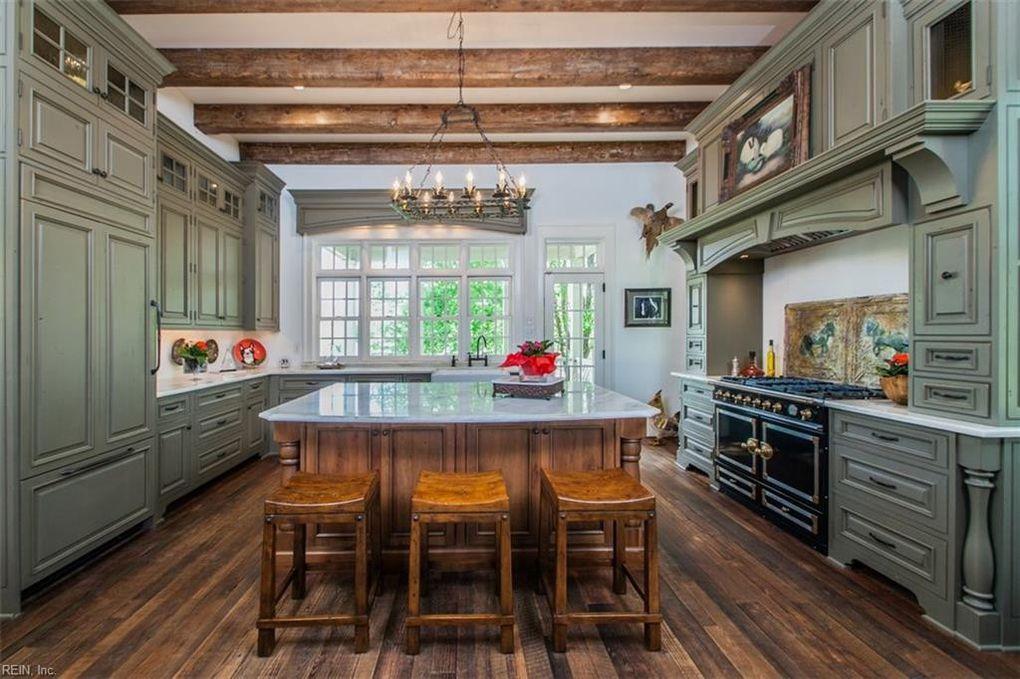 Smithfied home, kitchen