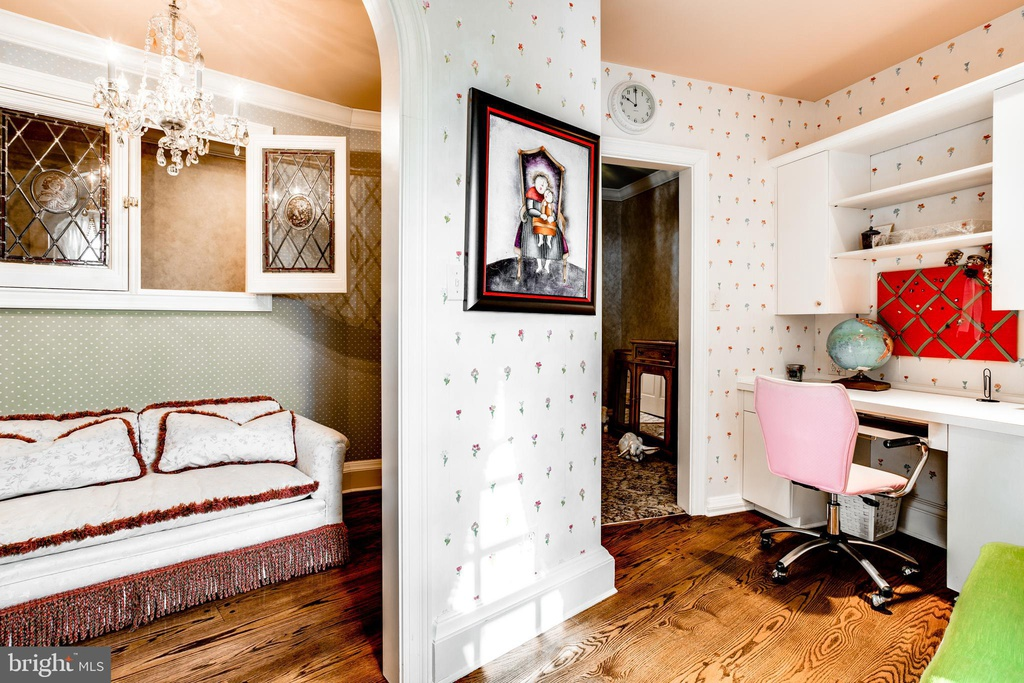 floral print bedroom