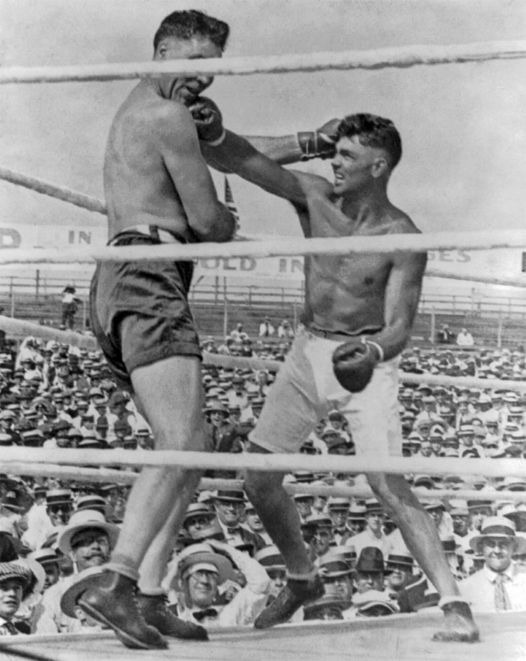 Dempsey takes on Willard, title fight 1919.