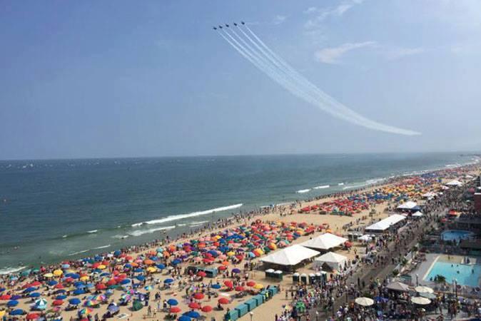 air show, crowd, beach