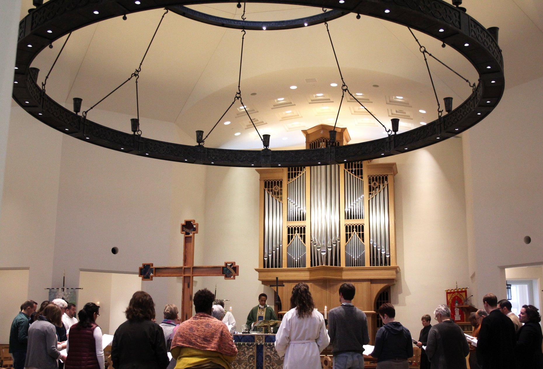 worshipers at the immanuel chapel at virginia theological seminary