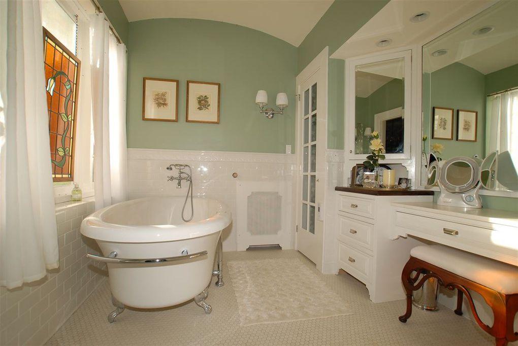 bathroom, claw foot tub