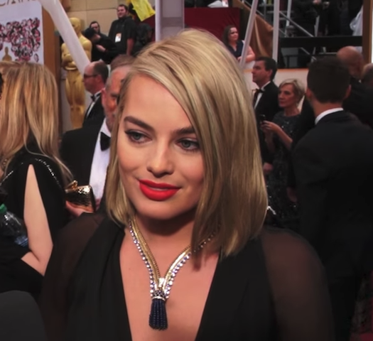 margot robbie wearing the duchess of windsor necklace at the 2015 oscars