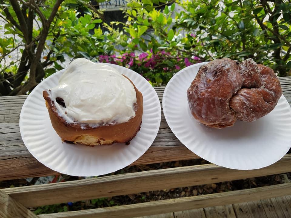 pastries, cinnamon roll